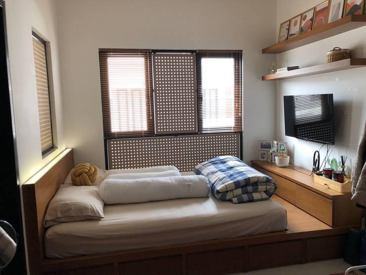 Tempat tidur :   by WARS ( W Architect Studio )