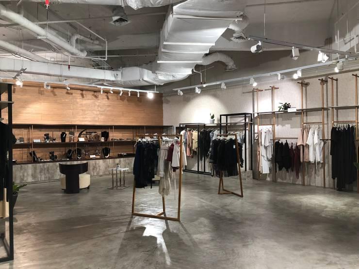 Etalase Baju dan Aksesoris (Fashion Link) :  Pusat Perbelanjaan by WARS ( W Architect Studio )
