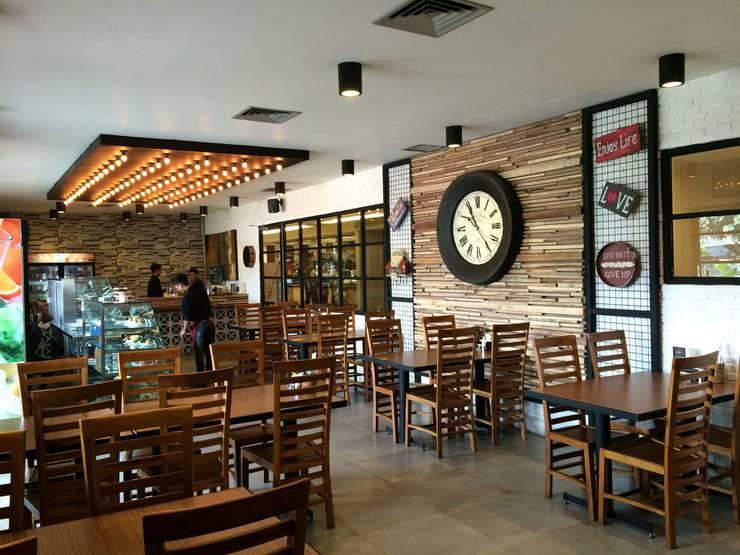 Ruang Makan :  Restoran by WARS ( W Architect Studio )