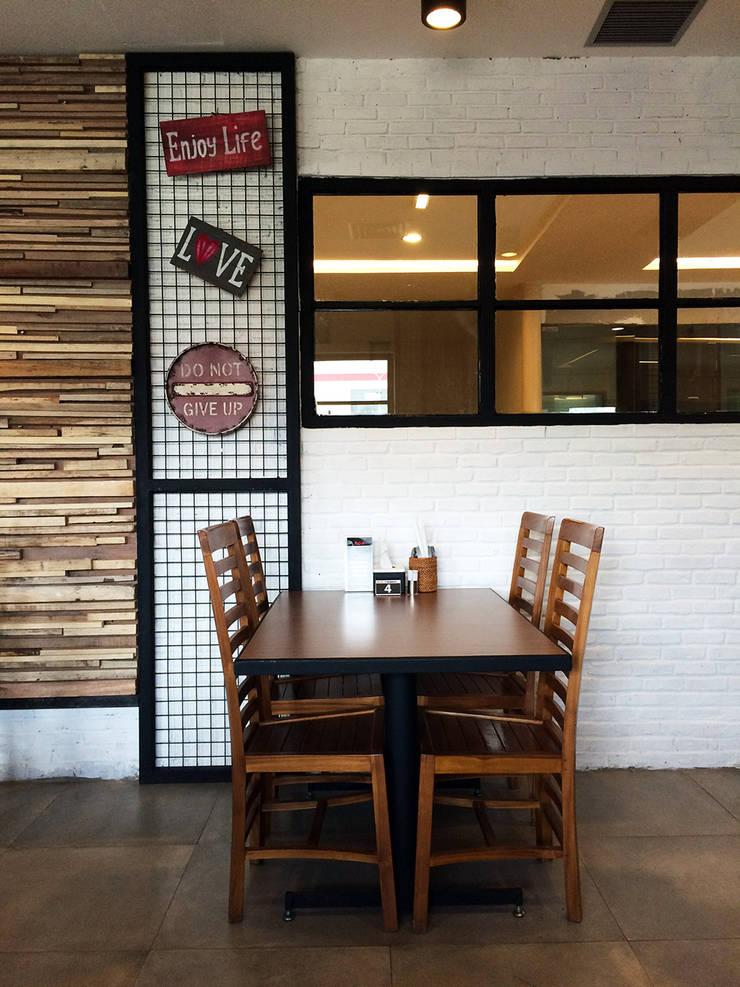 ROA Resto Pondok Indah :  Restoran by WARS ( W Architect Studio )