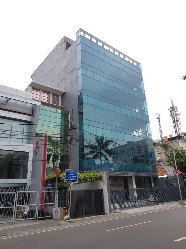 Office at Cideng Jakarta :  Kantor & toko by KHK Construction