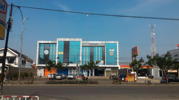 Ruko Jalan Raya  Serpong :  Kantor & toko by KHK Construction