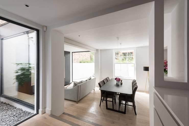 The Bevel Extension Modern living room by IQ Glass UK Modern Aluminium/Zinc