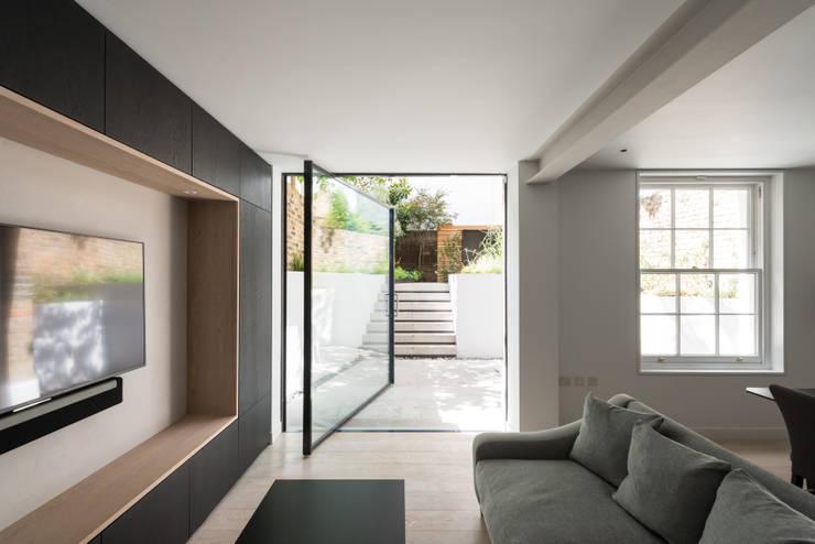 The Bevel Extension by IQ Glass UK Modern Aluminium/Zinc