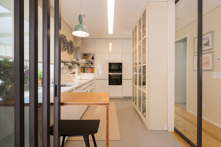Kitchen units by SHI Studio, Sheila Moura Azevedo Interior Design
