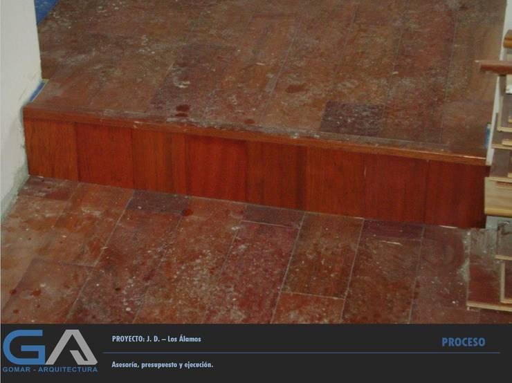 V. D. – Los Alamos: Salas de estilo  por  Gomar Arquitectura