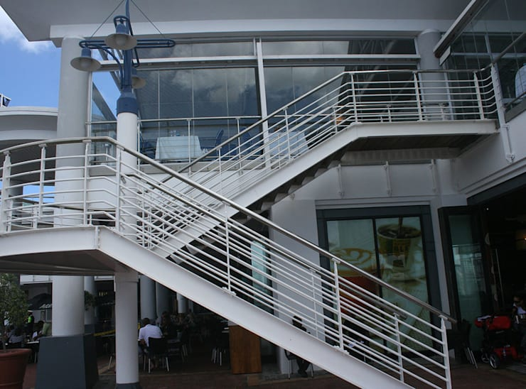 External staircase - V & A Waterfront:  Stairs by Renov8 CONSTRUCTION