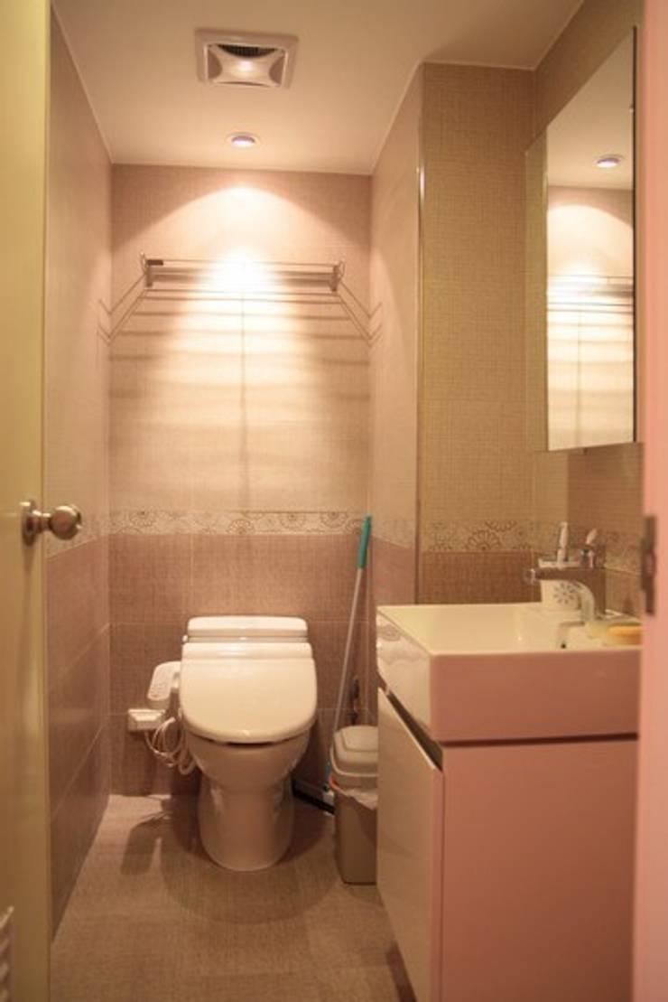 客衛:  浴室 by 勻境設計 Unispace Designs