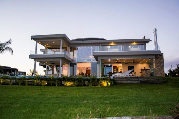 Detached home by ARQCONS Arquitectura & Construcción