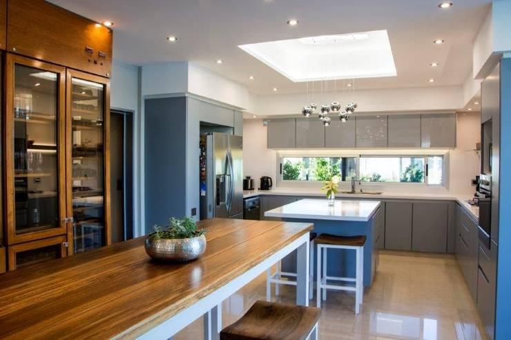 Cocinas de estilo  de ARQCONS Arquitectura & Construcción
