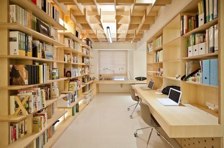Рабочий кабинет  в . Автор – 直方設計有限公司,