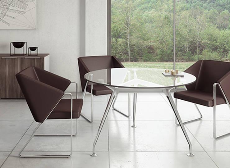 Mesa para Juntas: Oficinas y tiendas de estilo  por GREAT+MINI