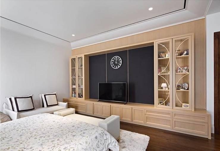 Kabinet TV:  Kamar Tidur by ARF interior