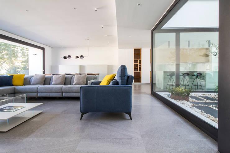 Ruang Keluarga oleh DonateCaballero Arquitectos, Minimalis
