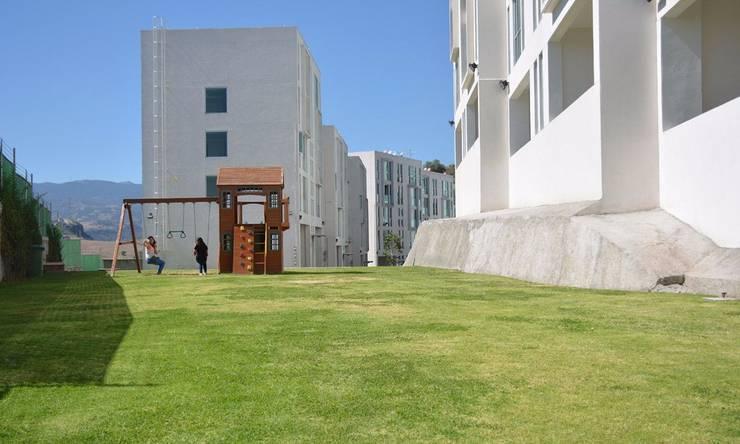 Modern garden by Servicios Inmobiliarios e Hipotecarios Orsil Modern