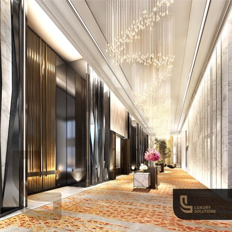 Corridor & hallway by Luxury Solutions