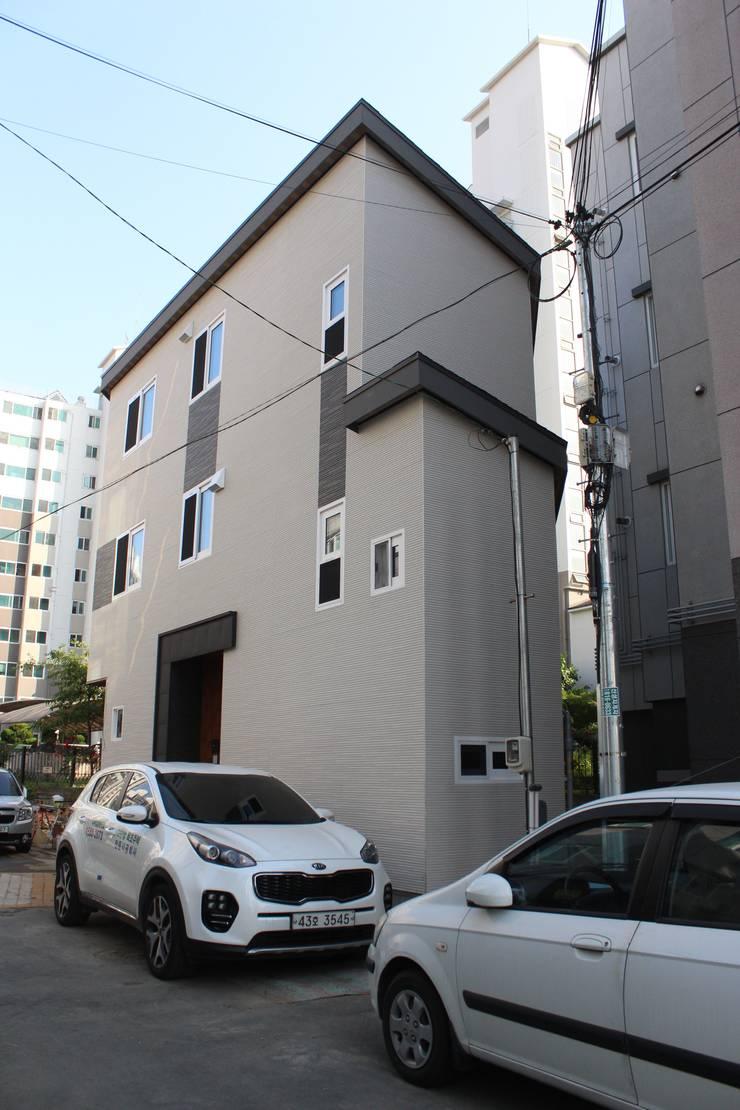 Casas de madera de estilo  por 나무집협동조합, Moderno Cerámico