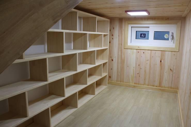 Oficinas de estilo  por 나무집협동조합, Moderno