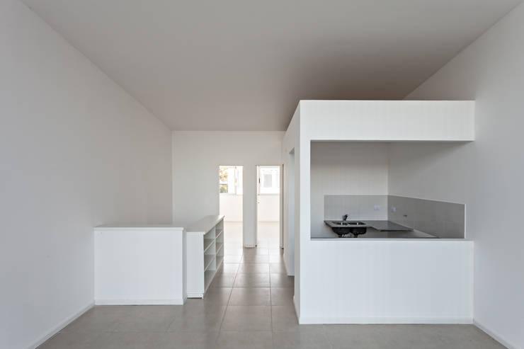 Cocinas de estilo  de SMF Arquitectos  /  Juan Martín Flores, Enrique Speroni, Gabriel Martinez