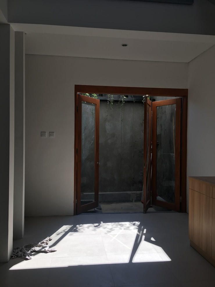 Pintu Belakang :  Teras by indra firmansyah architects