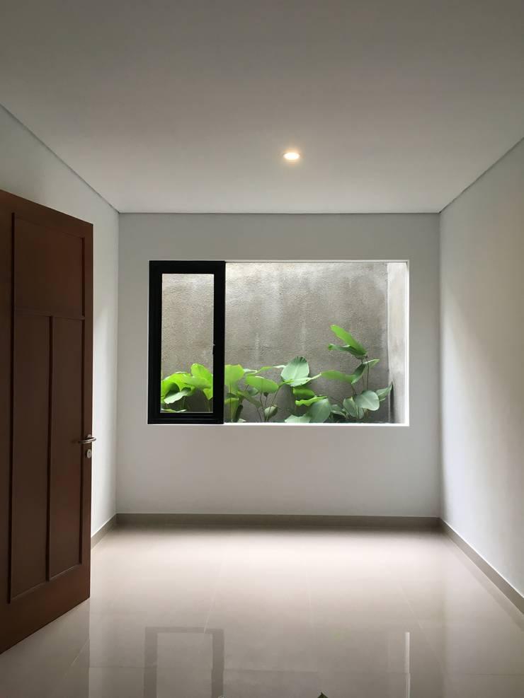Kamar Tidur Kecil :  Kamar tidur kecil by indra firmansyah architects