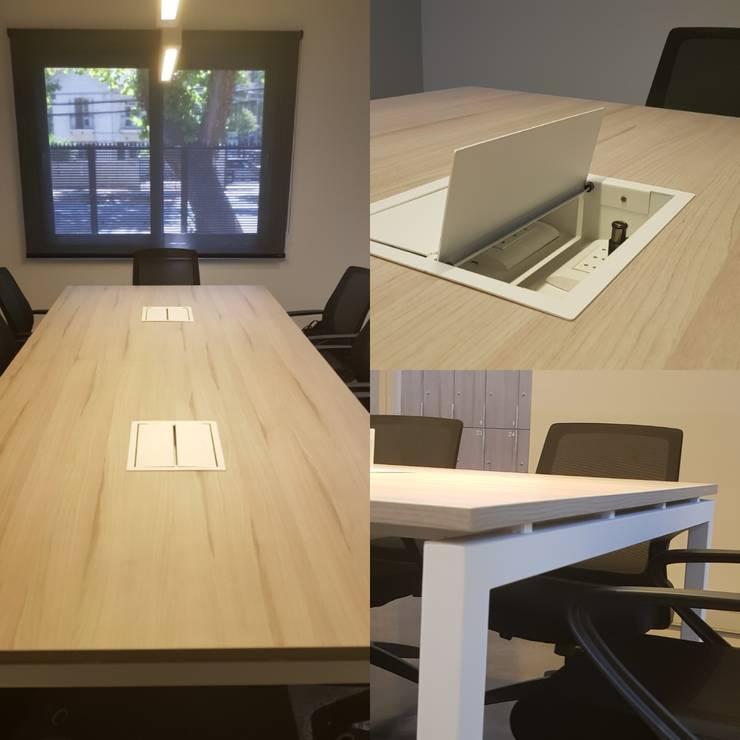 Mesa de reunión : Oficinas y tiendas de estilo  por SIMPLEMENTE AMBIENTE mobiliarios