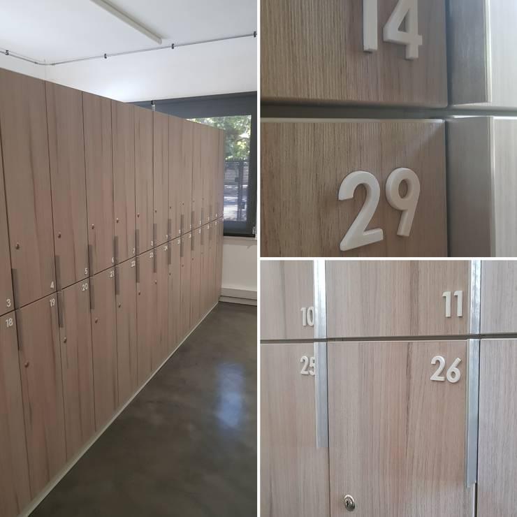 Lockers : Oficinas y tiendas de estilo  por SIMPLEMENTE AMBIENTE mobiliarios
