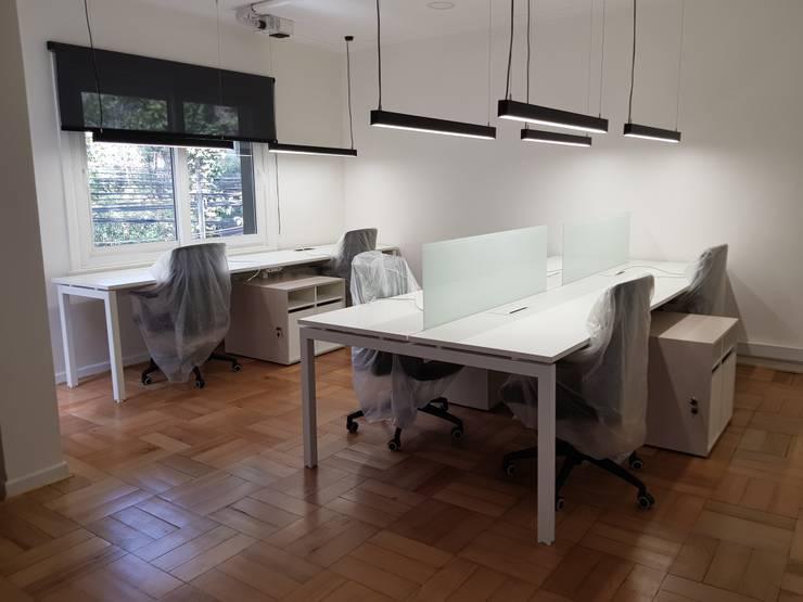 Bench 4 y 2 personas. : Oficinas y tiendas de estilo  por SIMPLEMENTE AMBIENTE mobiliarios