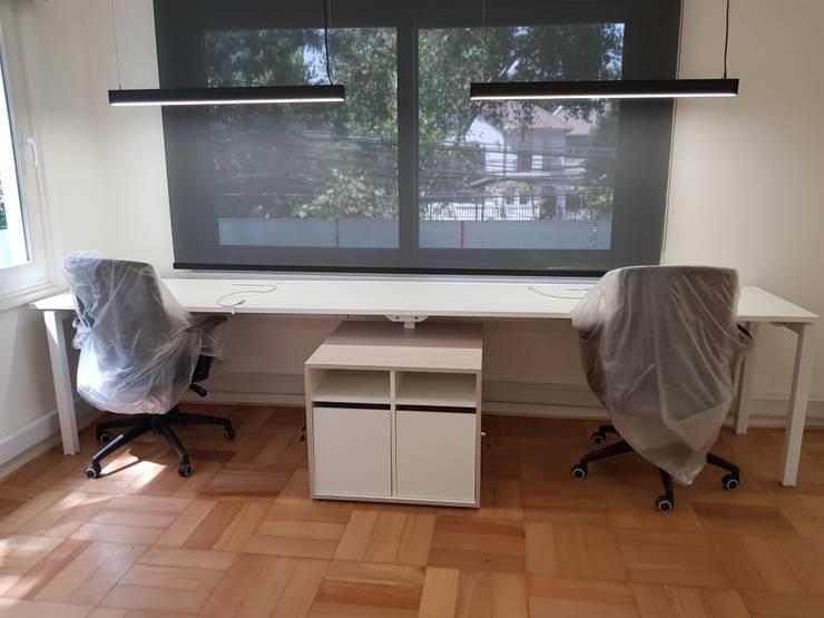 mueble doble: Oficinas y tiendas de estilo  por SIMPLEMENTE AMBIENTE mobiliarios