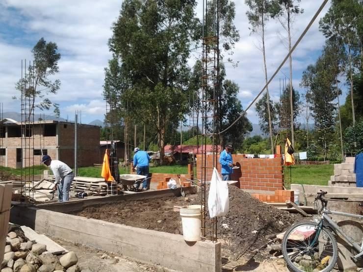 Cimientos y paredes: Casas pequeñas de estilo  por ARDI Arquitectura y servicios
