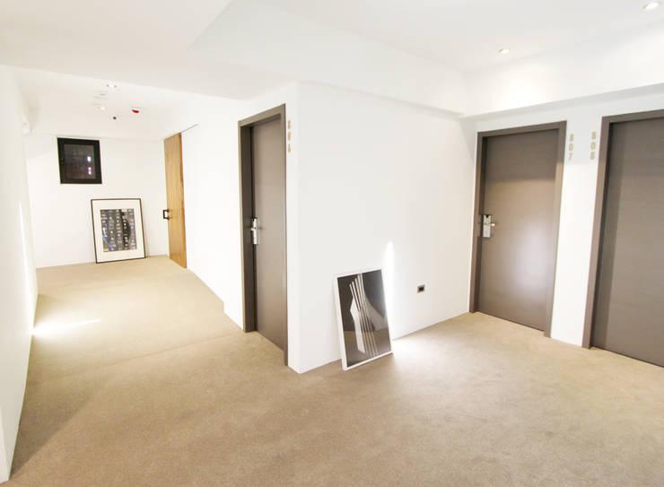 旅店走廊:  飯店 by XY DESIGN - XY 設計