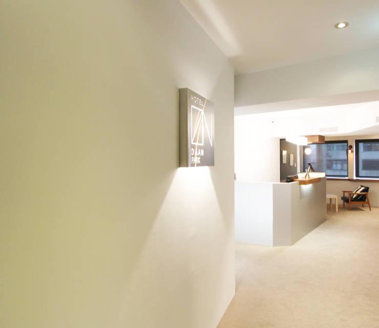 hotel design 旅店設計規劃  低調簡約舒適gallery 旅店:  飯店 by XY DESIGN - XY 設計