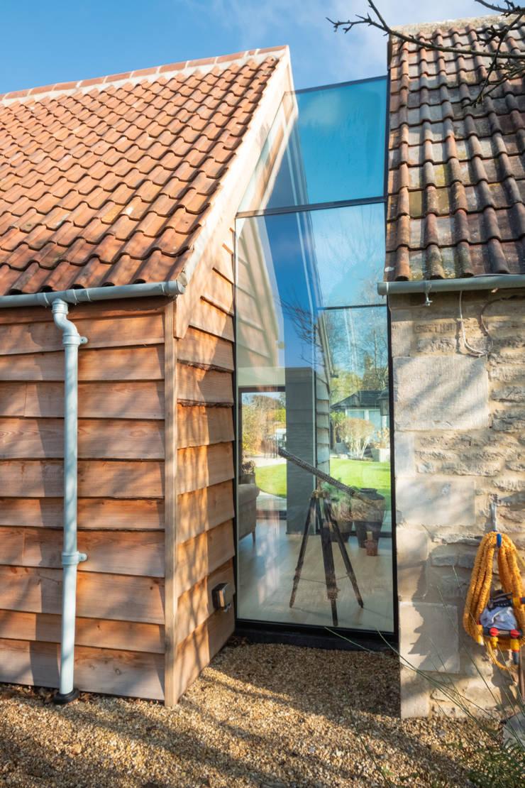 The Stables Modern walls & floors by IQ Glass UK Modern Glass