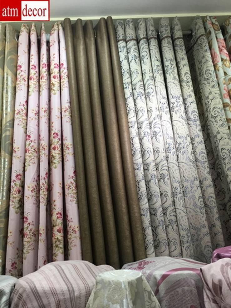 ผ้าม่านตาไก่สวยๆในโชว์รูมผ้าม่านพาหุรัด:  ตกแต่งภายใน by Fabric Plus Co Ltd