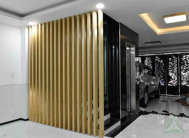 NHÀ PHỐ NGUYỄN VĂN CỪ:  Cửa nhà để xe by VAN NAM FURNITURE & INTERIOR DECORATION CO., LTD.