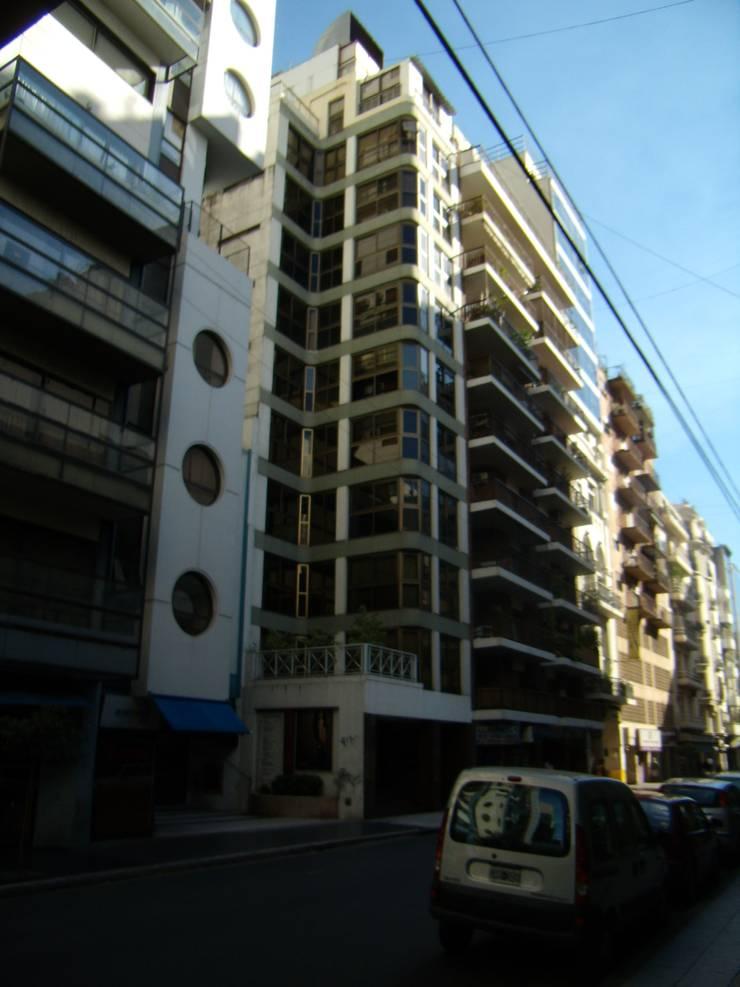 Implantacion: Edificios de Oficinas de estilo  por GR Arquitectura,