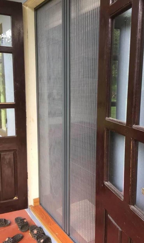 Cửa Lưới Chống Muỗi Lùa:  Dining room by CỬA LƯỚI CHỐNG MUỖI VIỆT NHẬT gọi 0908387444
