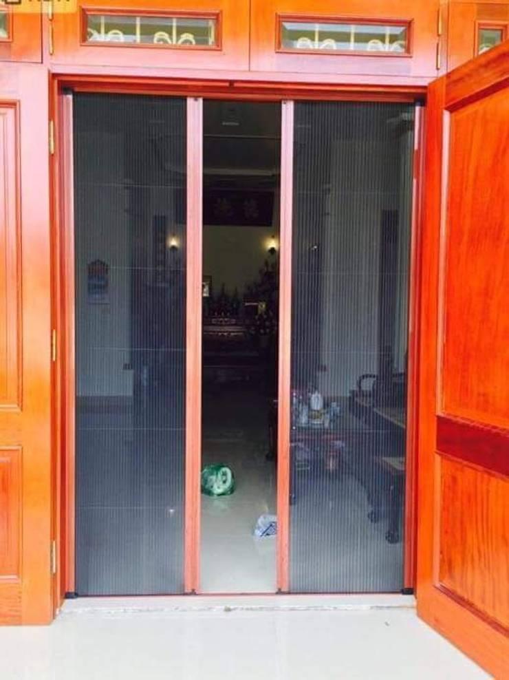 CỬA LƯỚI CHỐNG MUỖI DẠNG LÙA:  Dining room by CỬA LƯỚI CHỐNG MUỖI VIỆT NHẬT gọi 0908387444
