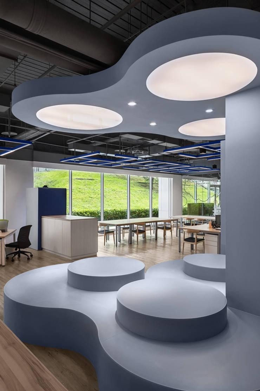 中華開發南港園區辦公室:  書房/辦公室 by 伊歐室內裝修設計有限公司