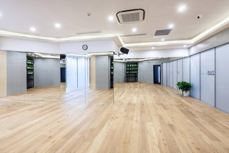 Floors by On Designlab.ltd, Minimalist