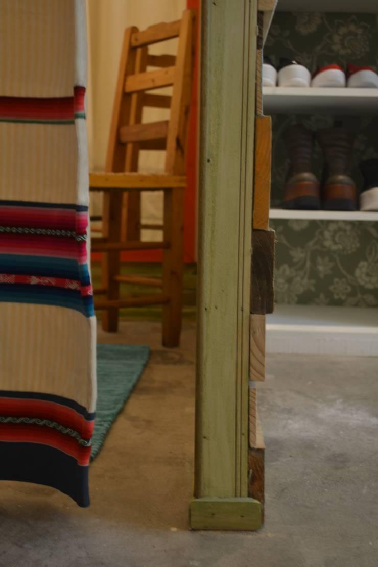 Probador : Oficinas y tiendas de estilo  por Estudio Independiente