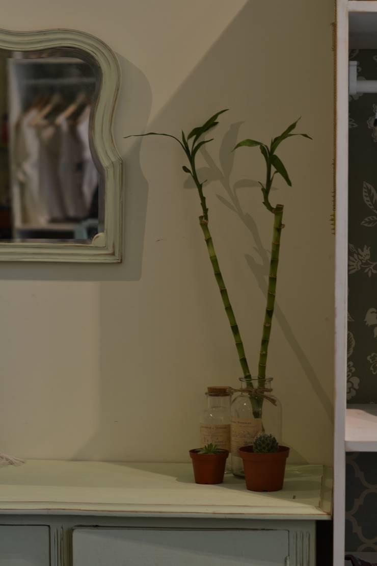 Mobiliario : Salas de estilo  por Estudio Independiente