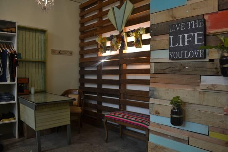 Fondo Tienda: Paredes y pisos de estilo  por Estudio Independiente