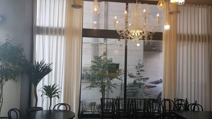 본스테이크: 캐러멜라운지의  사무실 공간 & 가게