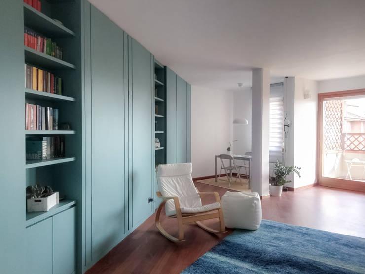 Salones de estilo  de Caleidoscopio Architettura & Design, Escandinavo Madera Acabado en madera