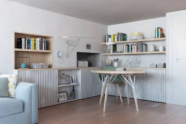 Estudios y despachos de estilo  de Caleidoscopio Architettura & Design, Escandinavo Madera Acabado en madera