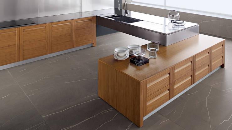 Espacios Ahorradores: Muebles de cocinas de estilo  por Corporación Siprisma S.A.C