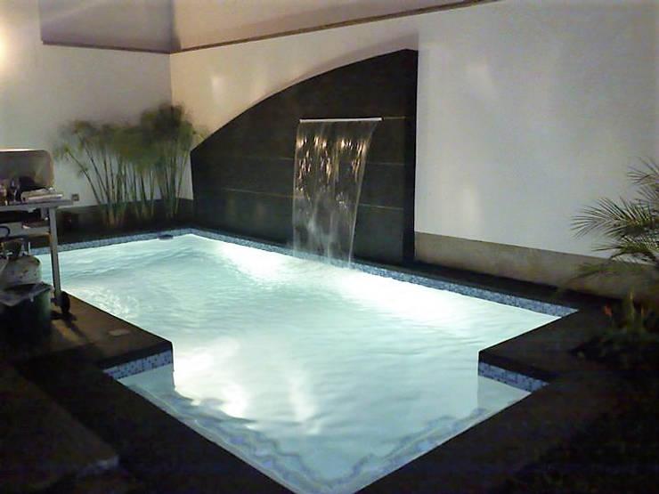 REFRESCANTE Y DECORATIVO : Piscinas de jardín de estilo  por IDEART group.  + arquitectura + diseño + construcción