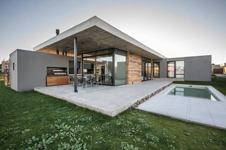 Casa Arenas del Sur Lote 23: Casas unifamiliares de estilo  por Estudio Ciannamea Arquitectura,