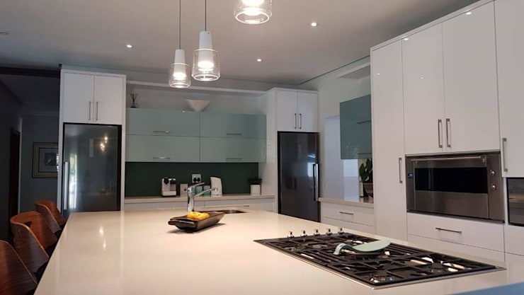 High Gloss Kitchen—Elegant yet practical : modern  by Signature Kitchens, Modern